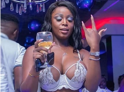 After flaunting her huge 'melons'; Nina Richie exposes her 'tundra' in new wild bedroom photo