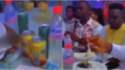 No Pressure: Couple Serves 'Gari Soaking' to Guests at Their Wedding Reception; Video Goes Viral