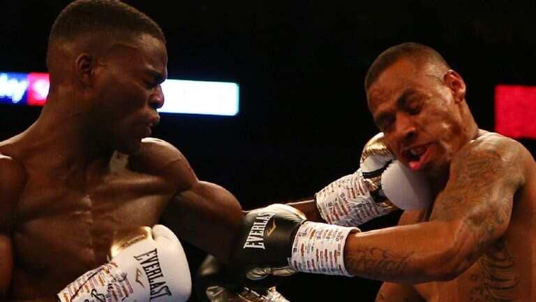 Joshua Buastsi destroys Renold Quinlan in round one