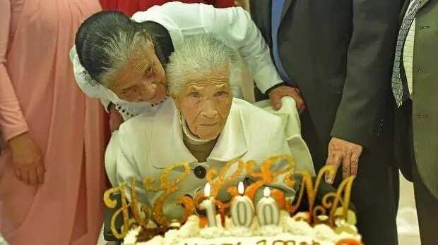 Woman with 34 grandchildren, 31 great-grandchildren and 5 great-great-grand kids celebrates her 100th birthday
