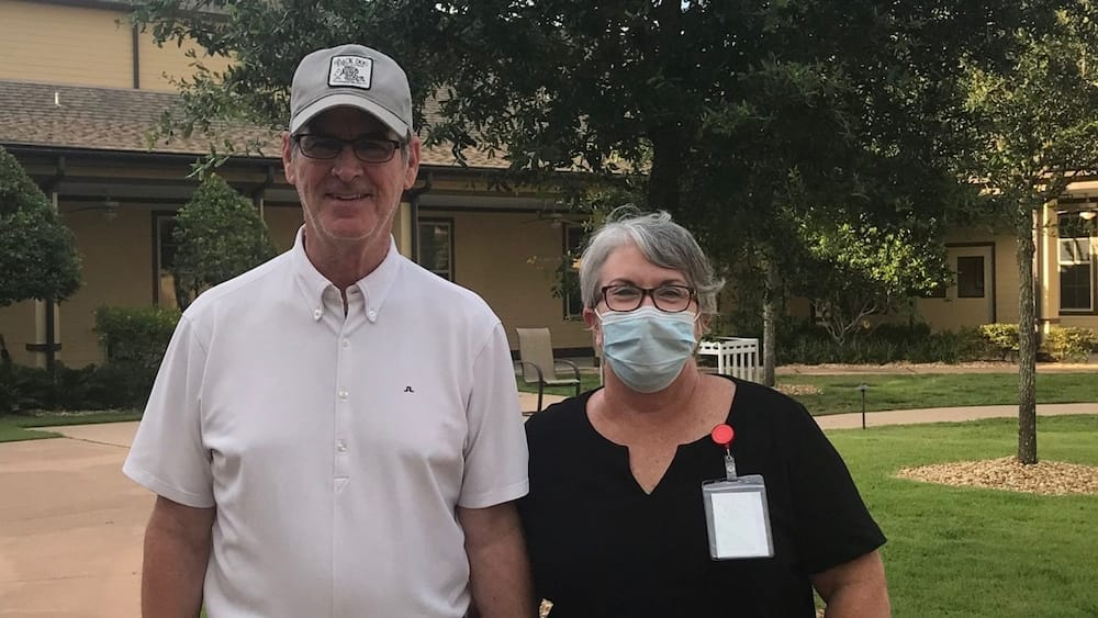 Woman separated from husband by COVID-19 pandemic gets dishwashing job at nursing home to see him