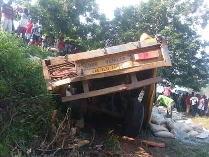 Massive tears flow as articulator truck carrying 850 bags of cement crashes 6 school girls