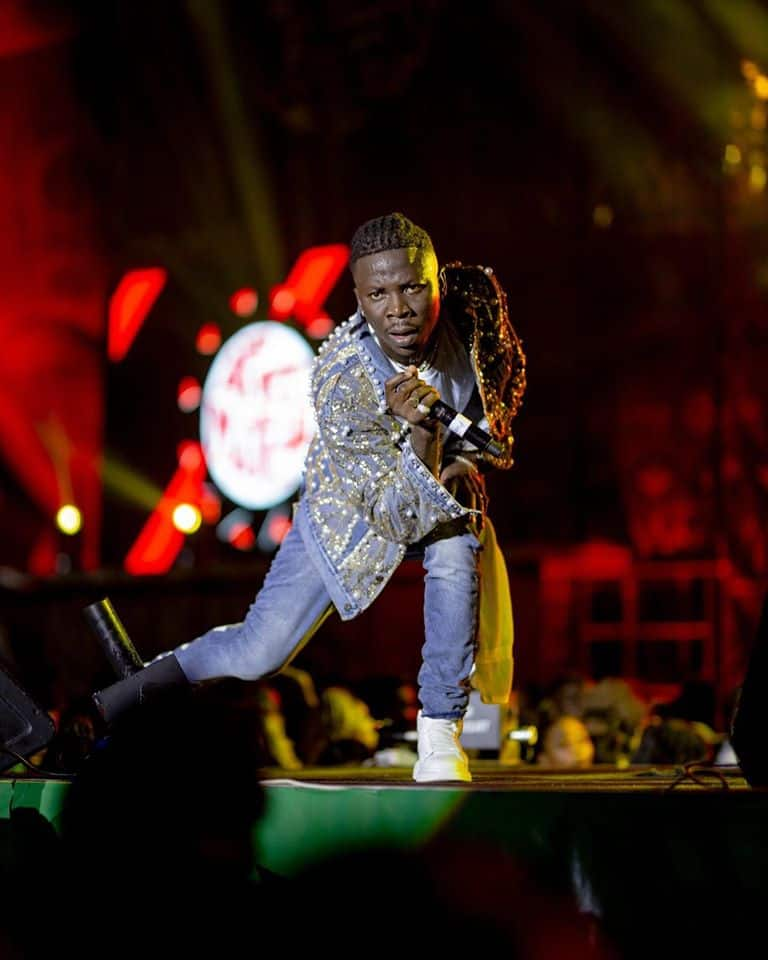 Stonebwoy apologises to Sarkodie's manager, Angel Town, after hitting him