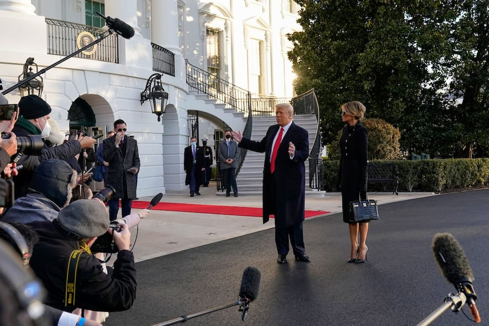 Photo of Trump leaving the White House for the last time as president