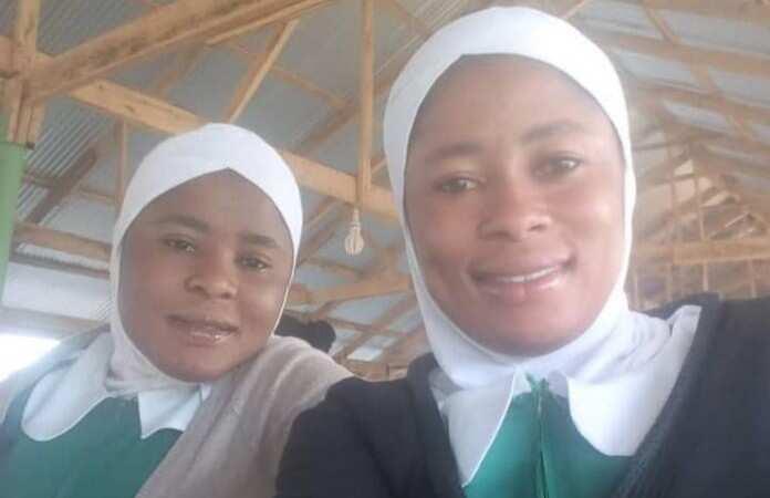 Twin midwife trainees Fuseina & Asana Kuusana deliver pregnant woman on a moving bus