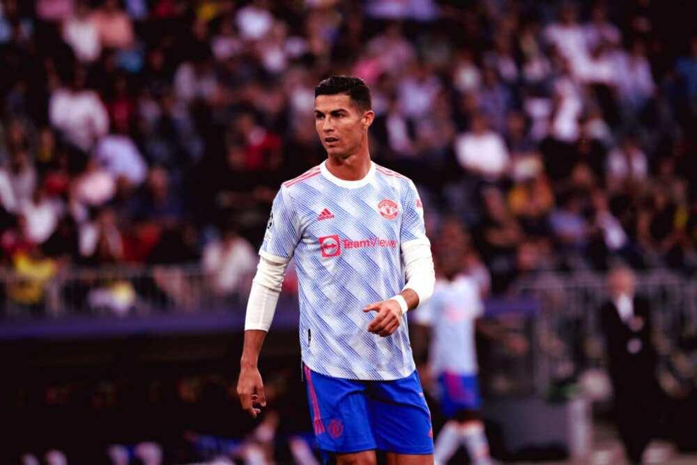 Rio Ferdinand sends message to Cristiano Ronaldo over Man Utd touchline antics