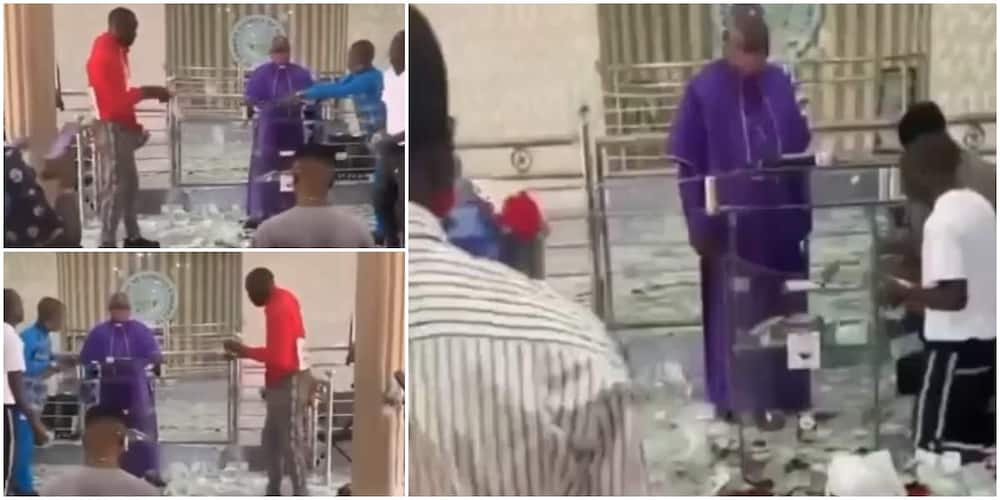 Reactions as young boys rain money on the altar, leaves priest confused in video