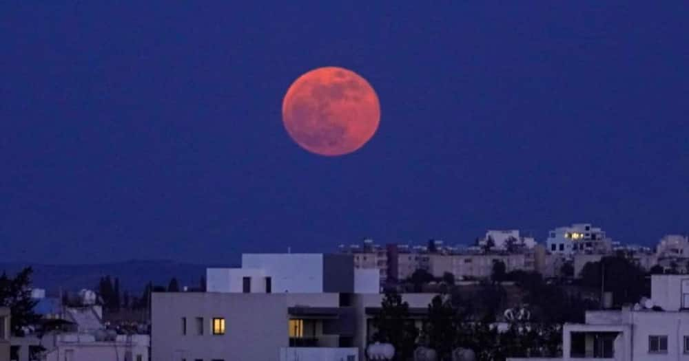 'Super Blood Moon': Dramatic Photos From Around the World of Annual Lunar Eclipse