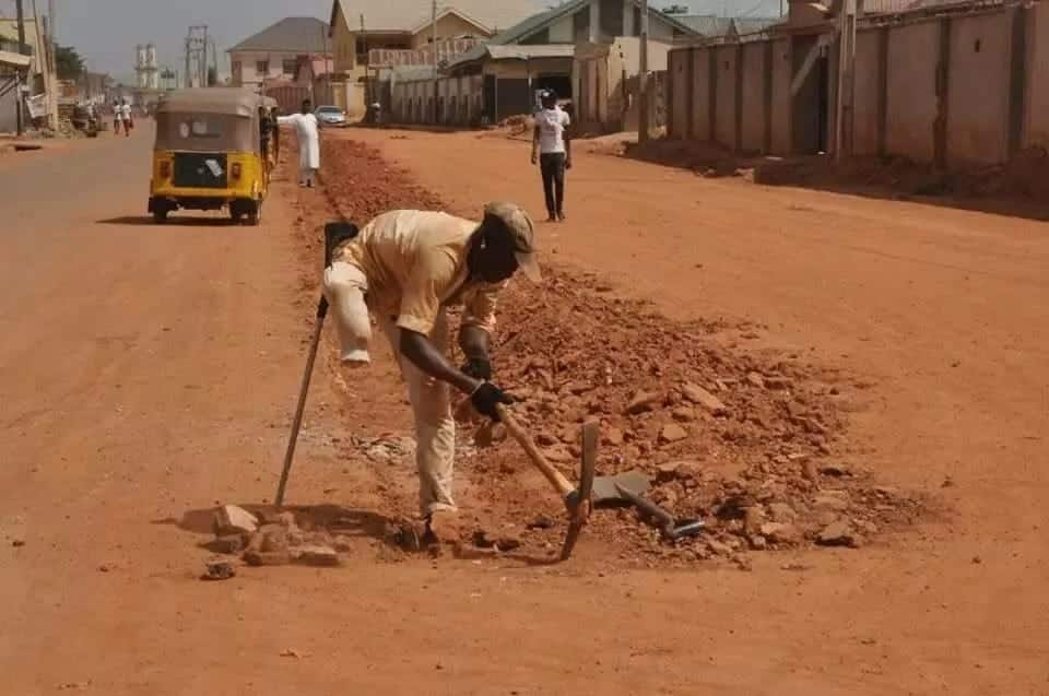 One-legged man warms hearts on social media with his determination