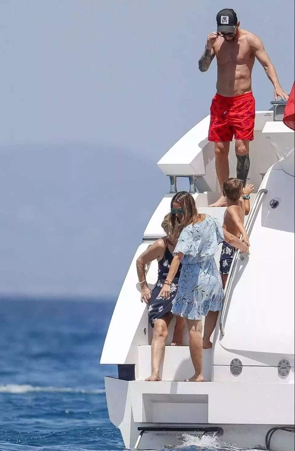 Messi spends quality time with family and friends in Ibiza