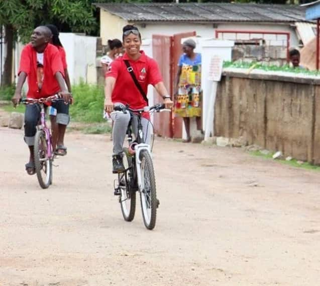 Photos: Zanetor Rawlings rides a bicycle on the streets