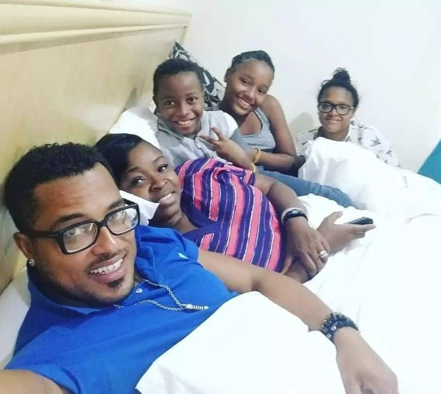 Van Vicker and his family are absolute family goals