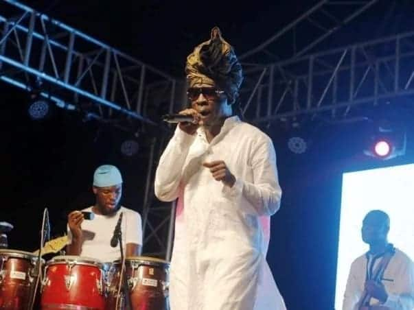 Kojo Antwi singing