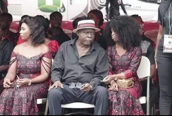 More photos of Celebrities at Ebony's funeral