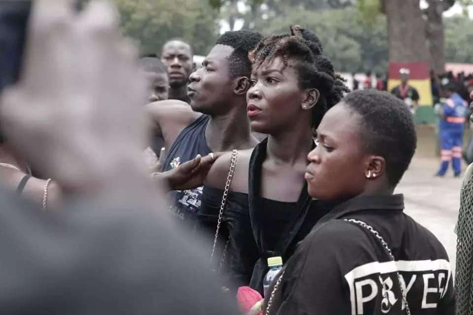 PHOTOS: Ebony Reigns look alike causes stir at funeral grounds