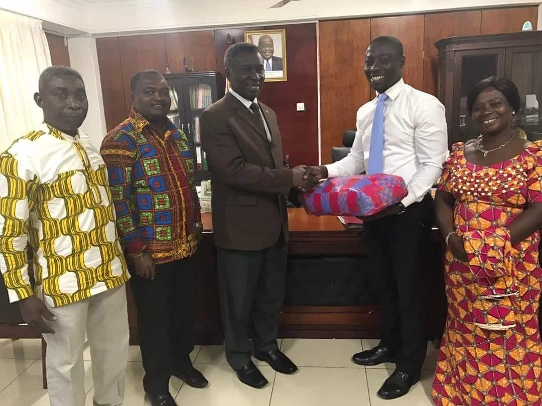 Oscar Dei in the company of his parents presenting a gift to Professor Frimpong-Boateng. Photo credit: Graphic.com.gh