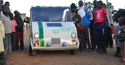 Meet 30-year-old Samuel Karumbo who develops small solar-powered car and it looks amazing (photos)