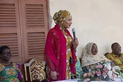Samira Bawumia serves Christmas food at Akuse prisons