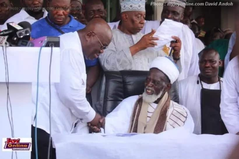 PHOTOS: Nana Addo joins Bawumia to worship at the Central Mosque in grand style