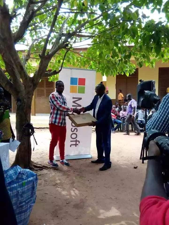 'Computer on the blackboard' teacher's school gets an ICT lab from Microsoft