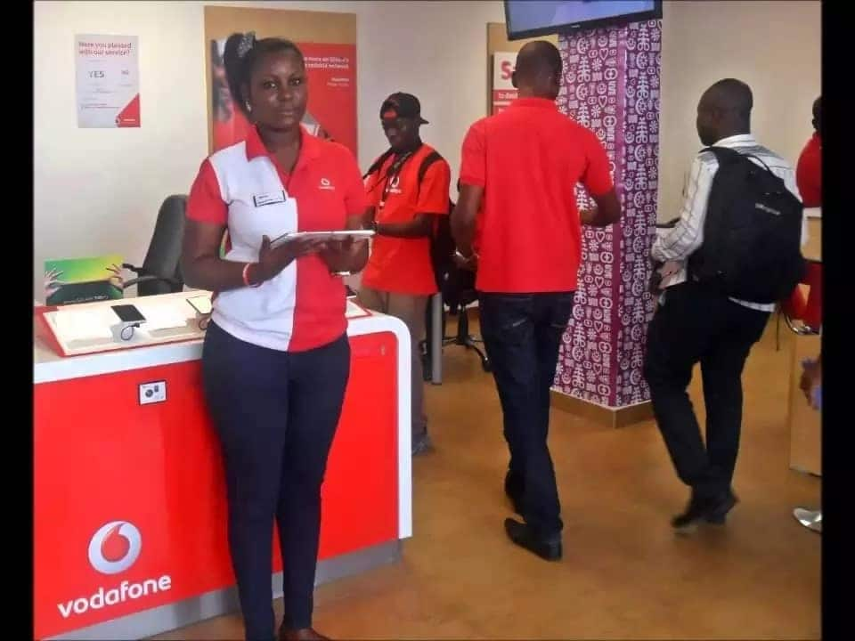 Ghanaians set Vodafone on Twitter-fire as internet stops working for hours