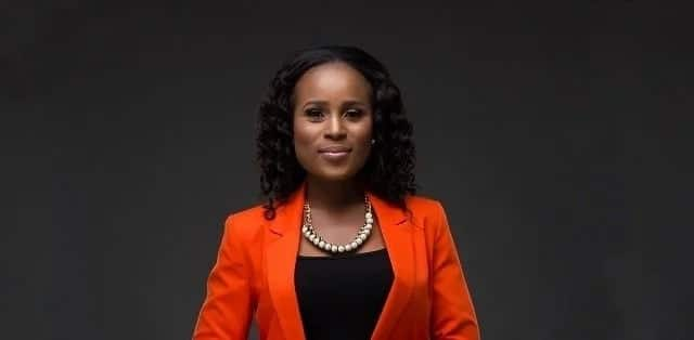 Berla Mundi takes off wig and makeup on national TV