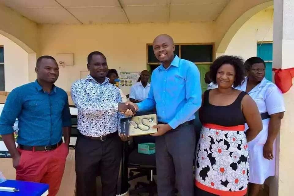 Owula Joshua Mantey presenting the items to authorities at the Tema Manhean Polyclinic. Photo credit: Sourced