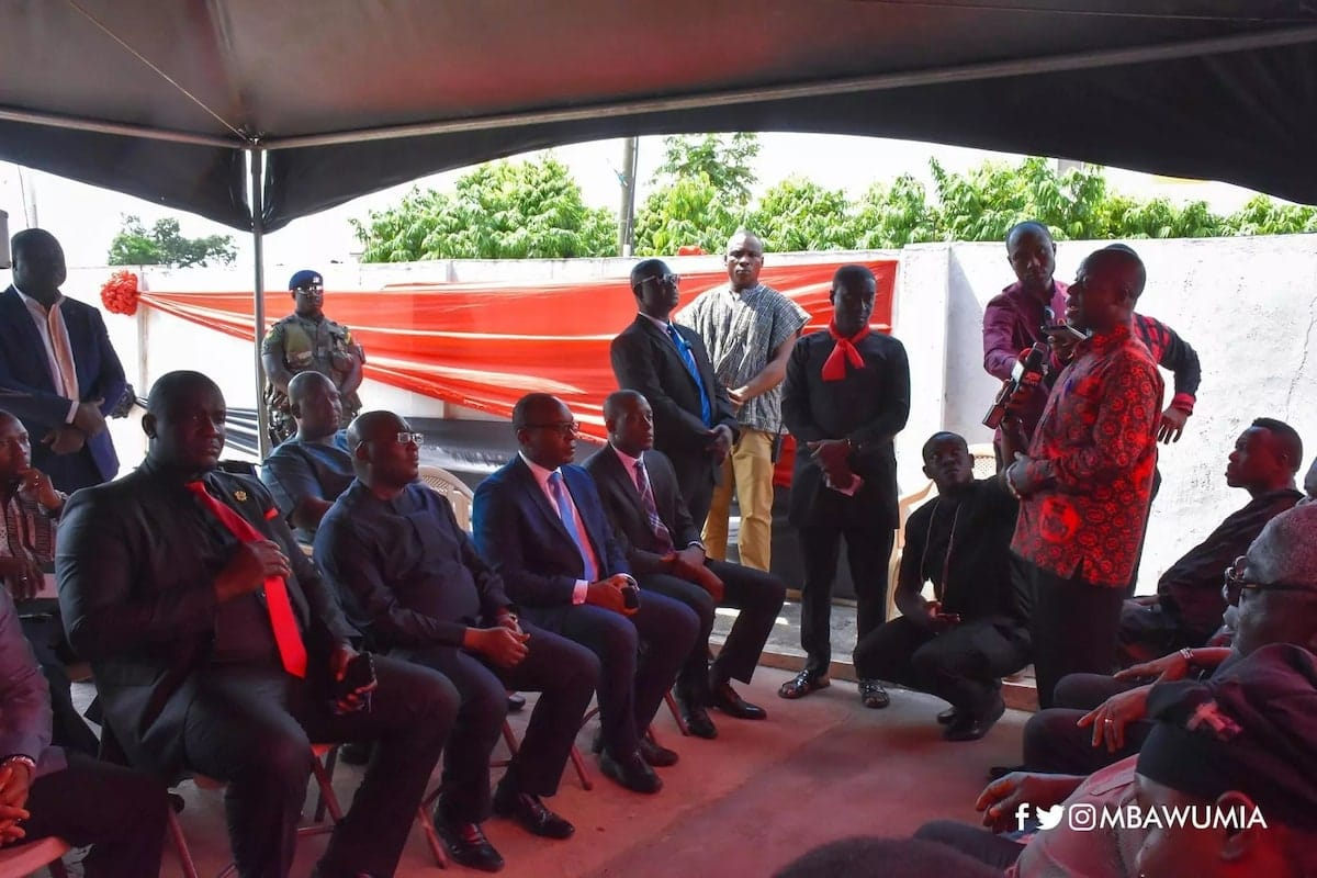 Bawumia pays emotional, teary visit to widow of KABA