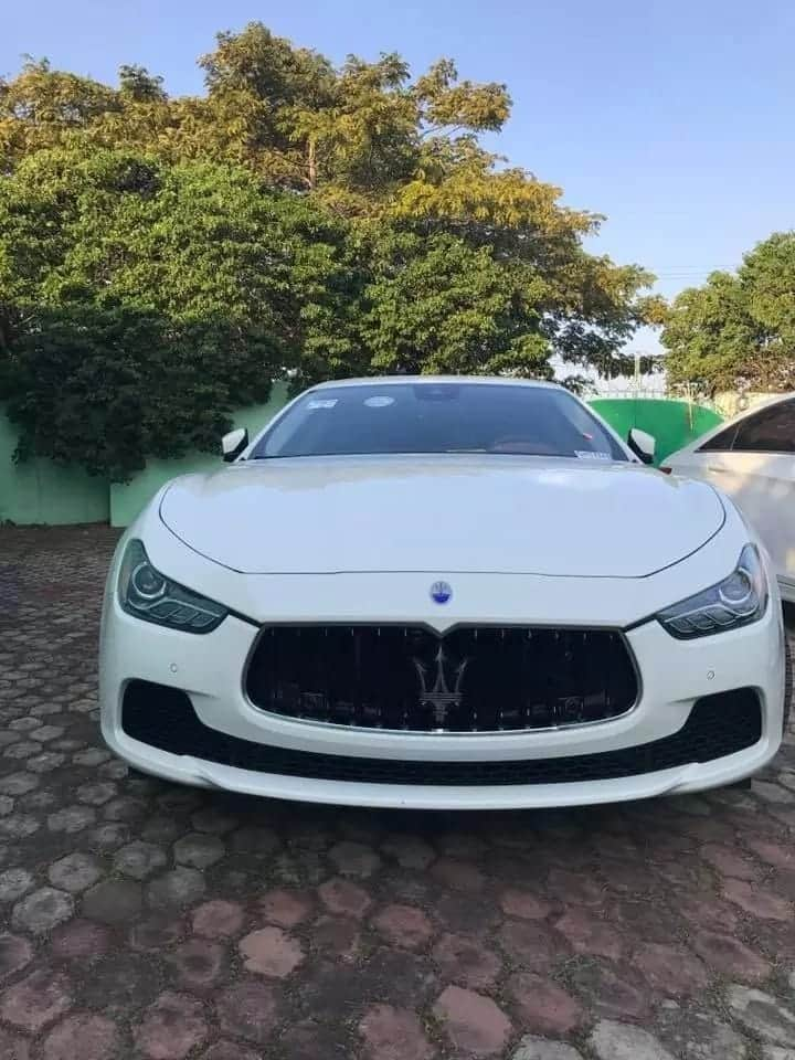 Shatta Wale keeps his word; 'dashes' Maserati to lucky winner