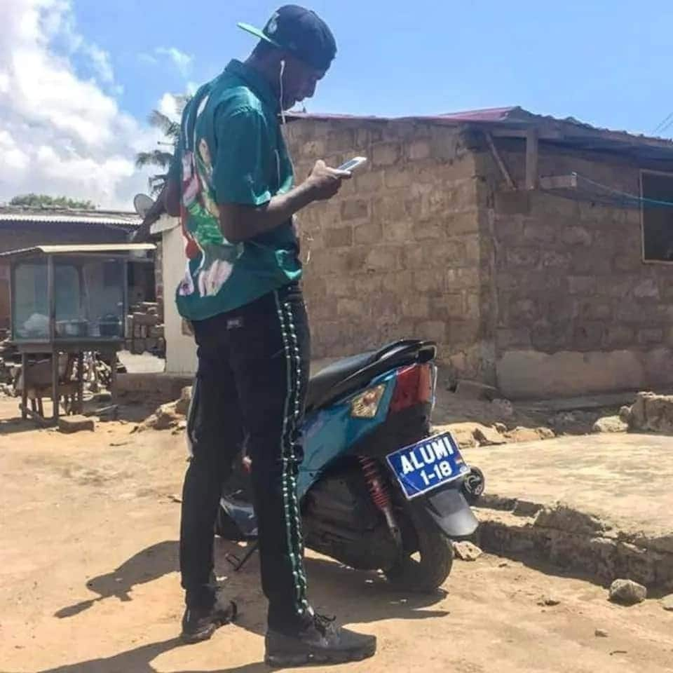 "Sarkodie fan registers motorbike ""Alumi"" to challenge Shatta's ""Advice"" Benz"