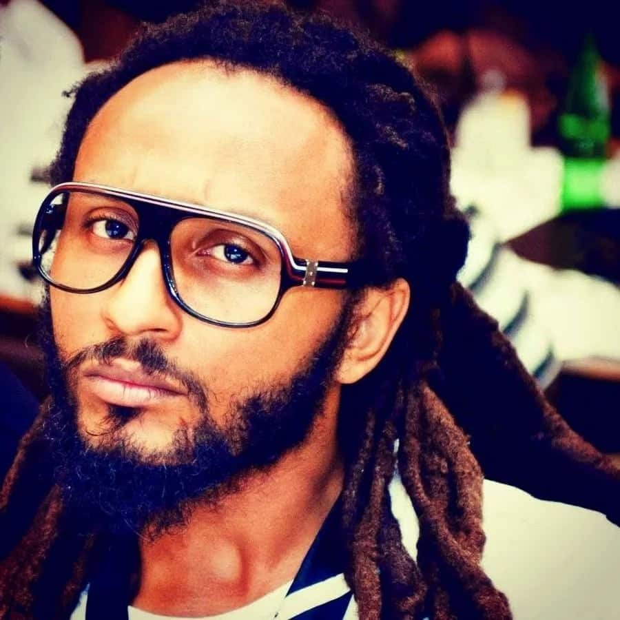 Wanlov takes on government over plastic waste