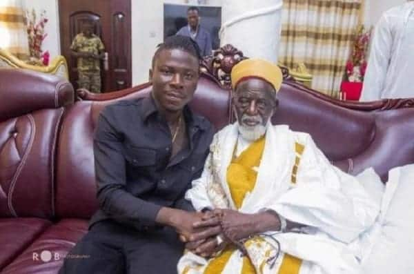 Stonebwoy spends time with Chief Imam on his 99th birthday