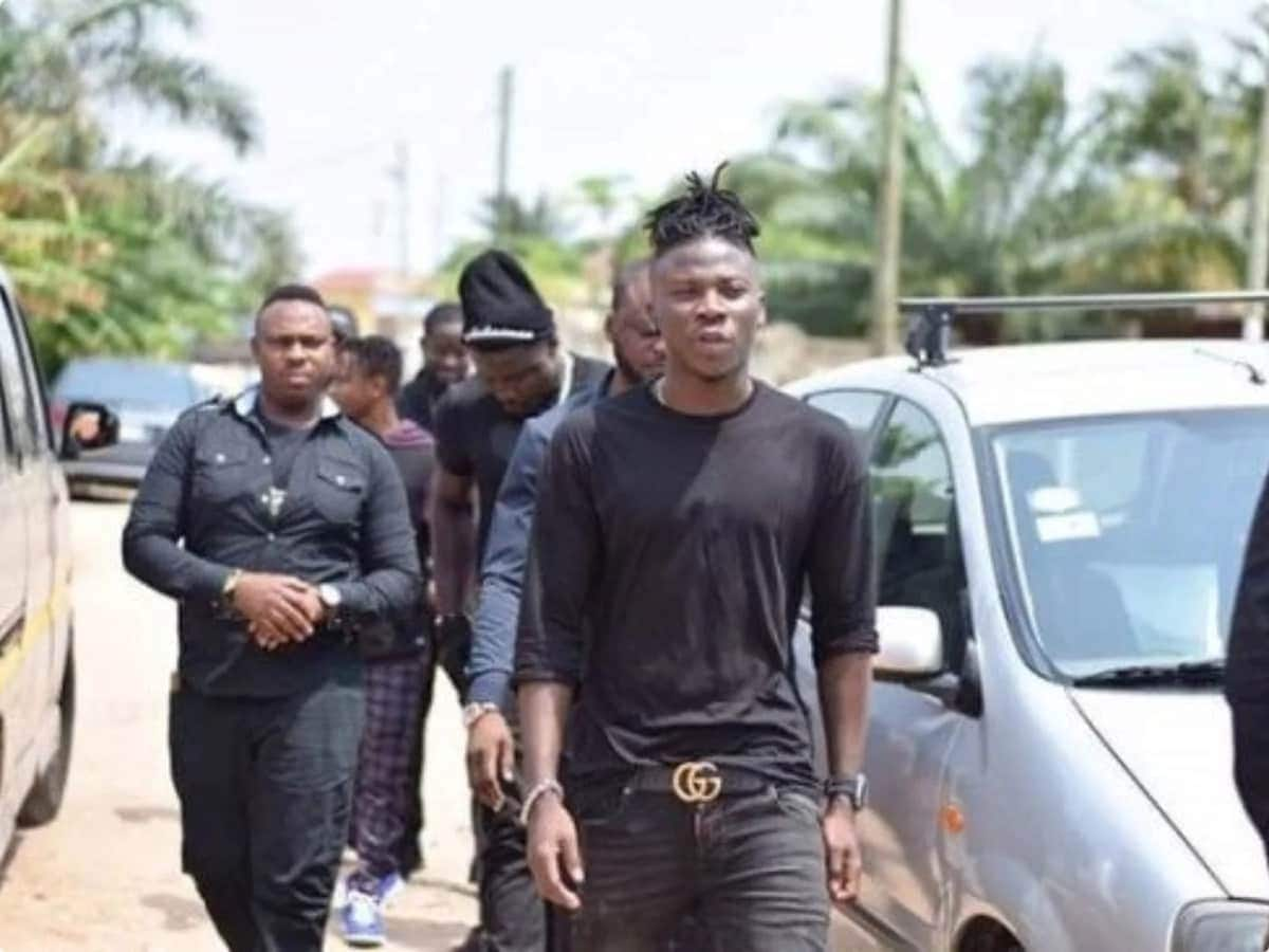 Stonebwoy, Ajos visit family of late Ebony Reigns