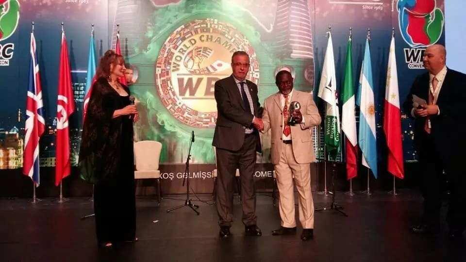Azumah Nelson receives top WBC award (Photos)