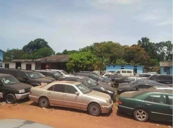 GRA storms streets of Accra to confiscate vehicles