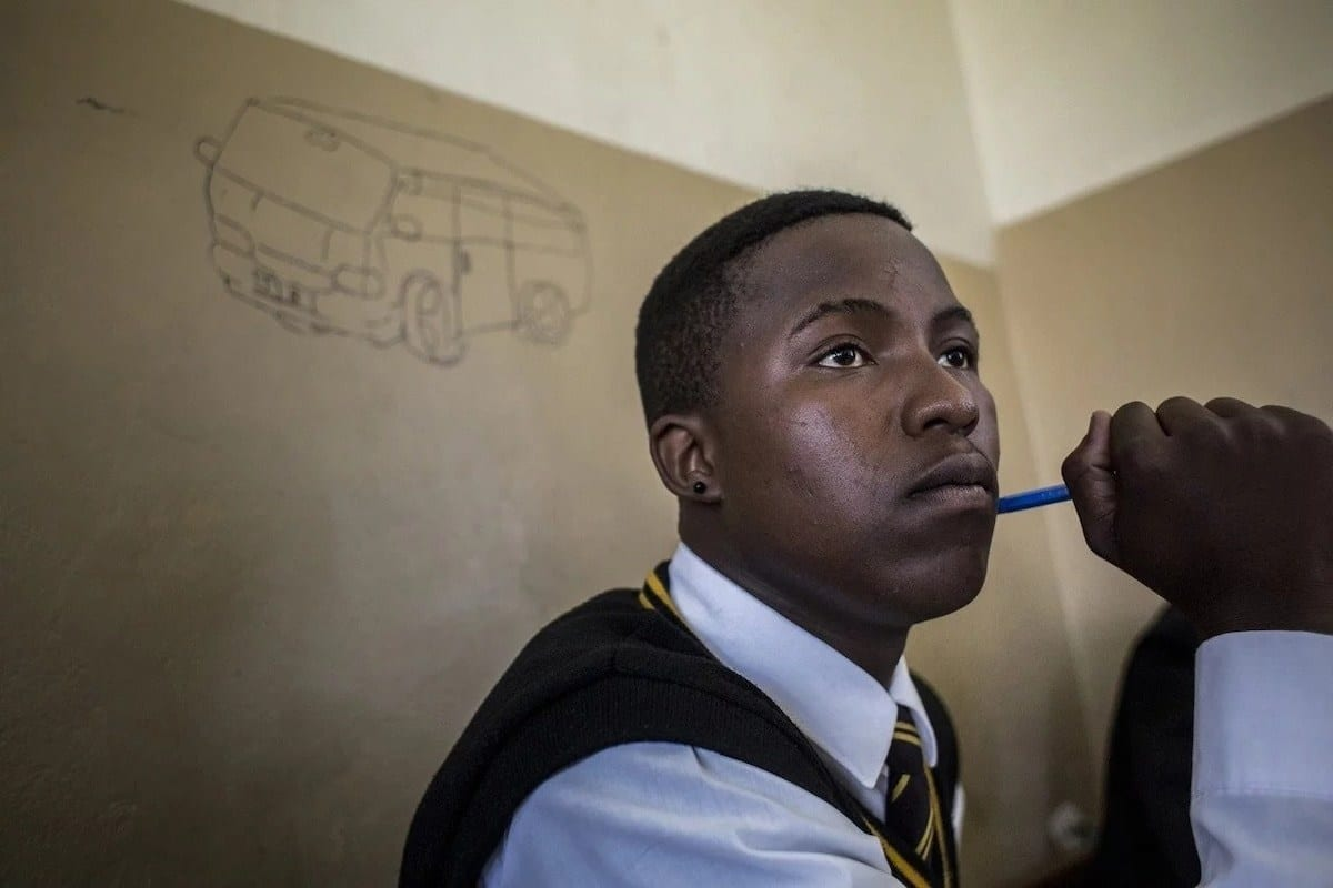 Students usually do these 5 things in an exam hall when they are about to fail a paper