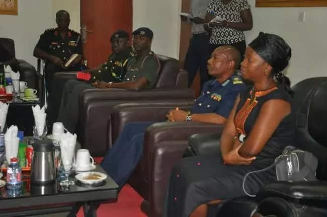 PHOTOS: Widow of late Major Maxwell Mahama receives GH¢27,770 cash donations from military fundraiser