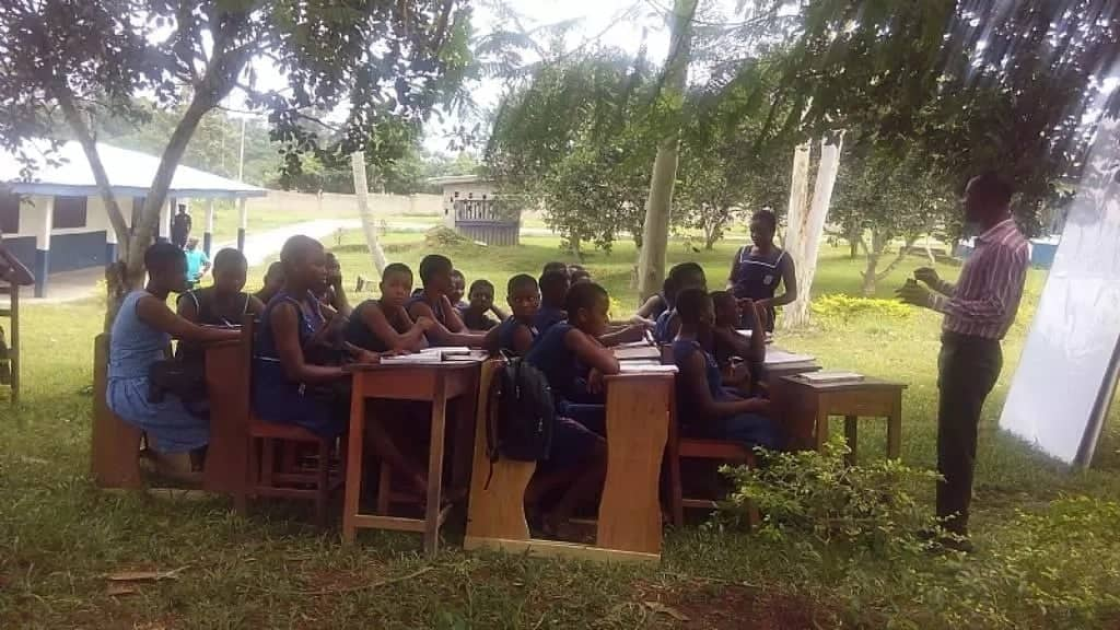 Minister debunks reports that SHS students are studying under trees