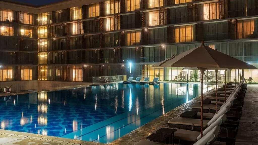 swimming pools in Accra, night swimming pools in accra, hotels with swimming pools in accra