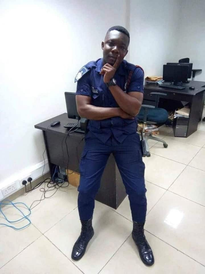 Ghanaian police officer openly assaults woman carrying a baby