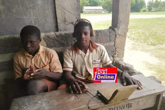 Ghanaians are outraged over students in Bomigo who learn ICT with clay-moulded computers