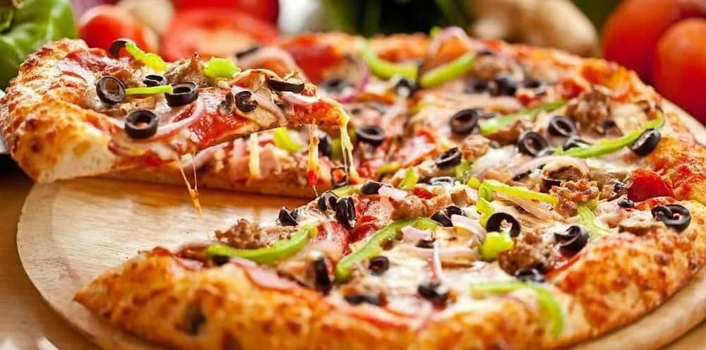 how to prepare pizza at home