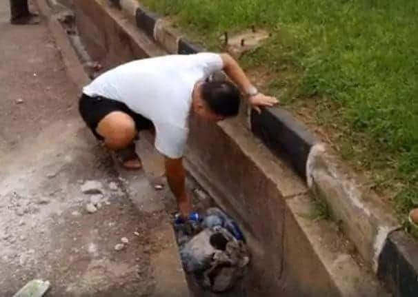 Ghanaian journalist orders Chinese to pick up after littering in a drain
