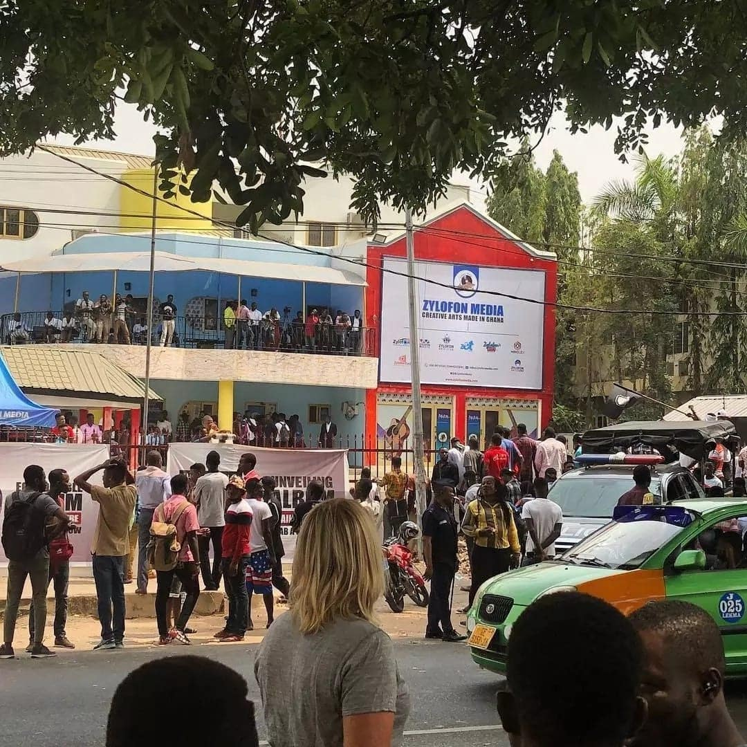 Shatta Wale's fans have stormed Zylofon for his unveiling