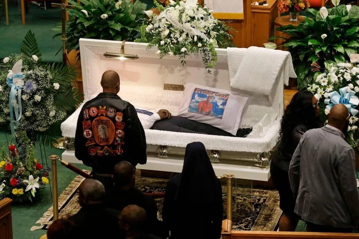 How to write a tribute for a funeral