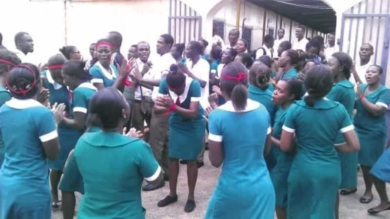Unemployed nurses angry at minister for receiving petition with left hand