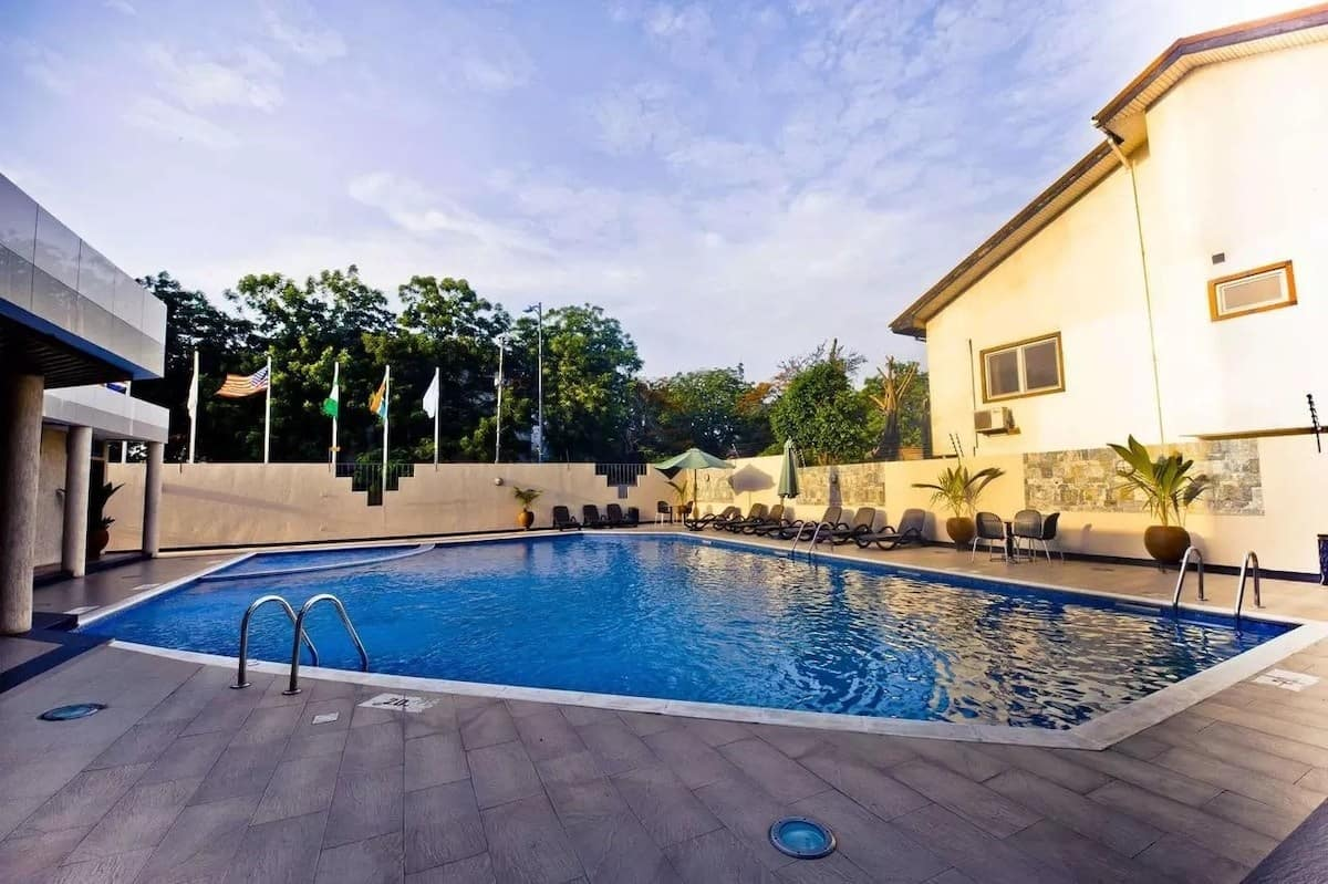 swimming pools in Accra, swimming pool club in accra, hotels with swimming pools in accra