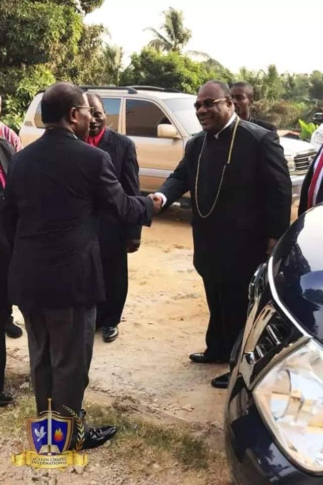 The Archbishop being welcomed by a Liberian official
