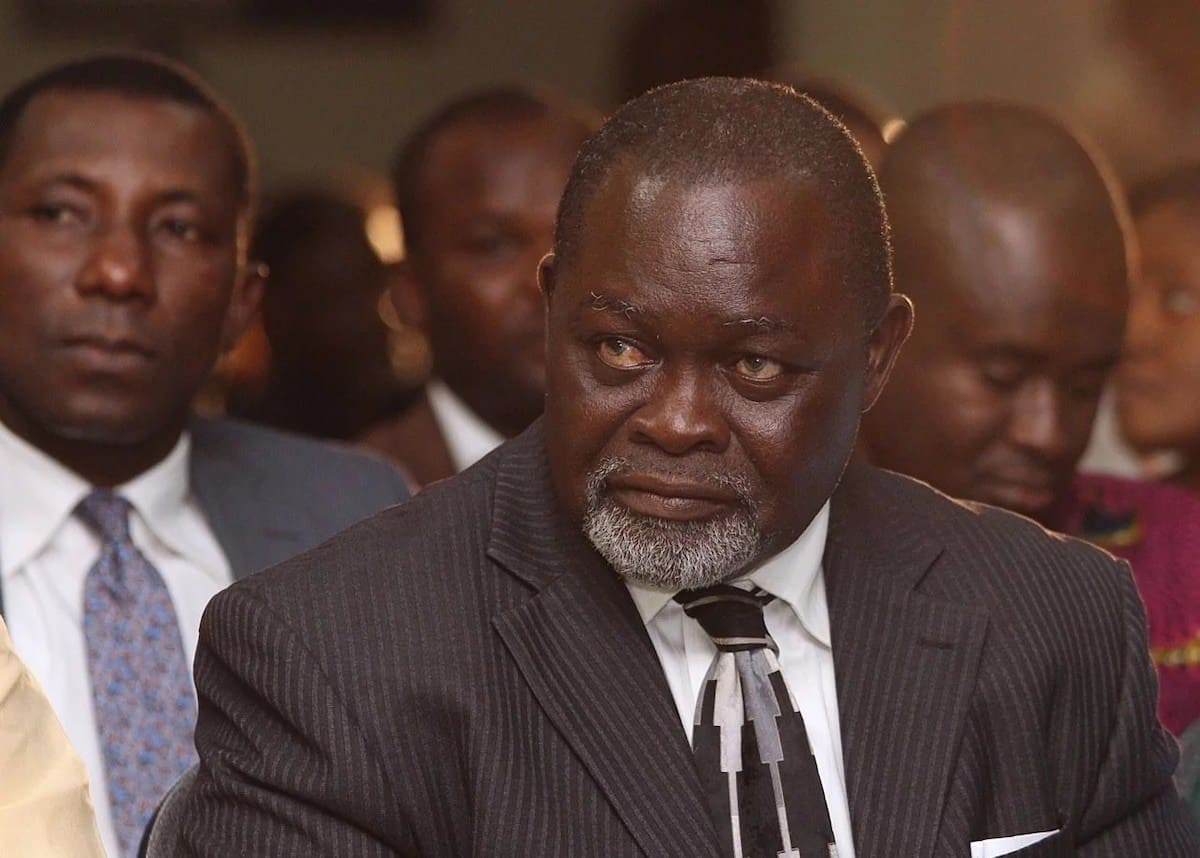 Azumah Nelson pulls huge crowd with his iconic limousine