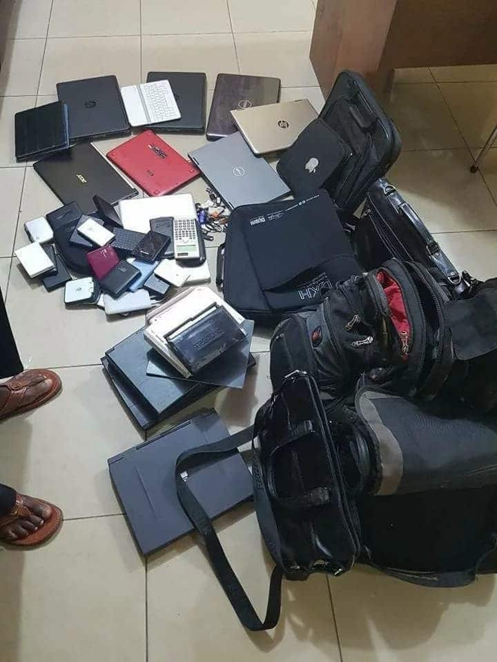 41-year old laptop thief caught by Airport Police; displays his stolen goods after raid